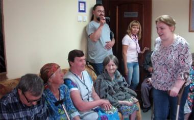 в Большемурашкинский дом-интернат для престарелых и инвалидов приехали волонтеры из организации «Территория добра»